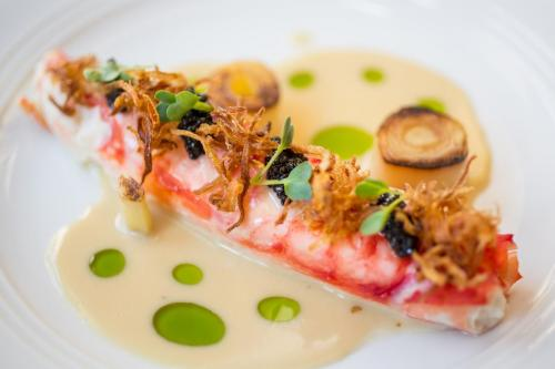 Butter Poached King Crab Caviar, Leeks, Lemon And Roasted Garlic Butter (1)